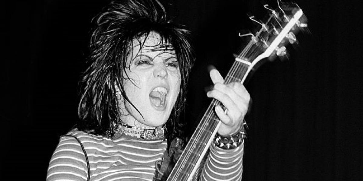 (MANDATORY CREDIT Ebet Roberts/Getty Images) Joan Jett at the Capitol Theater in Passaic, New Jersey on April 11, 1981. (Photo by Ebet Roberts/Redferns)