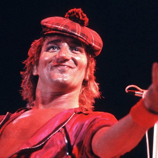 Rod Stewart performs on stage at Ahoy on 12th November 1980 in Rotterdam, Netherlands. (Photo by Rob Verhorst/Redferns)