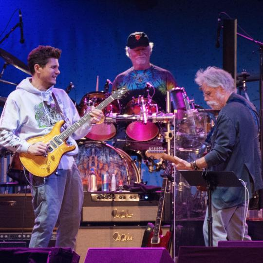 : John Mayer, Bill Kreutzmann and Bob Weir of Dead and Company perform during the Band Together Bay Area Benefit Concert at AT&T Park on November 9, 2017 in San Francisco, California. (Photo by C Flanigan/FilmMagic)