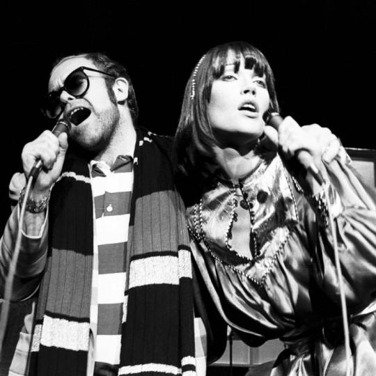 UNITED KINGDOM - MAY 18: ROYAL ALBERT HALL Photo of Kiki DEE and Elton JOHN, Elton John and Kiki Dee performing on stage (Photo by Gus Stewart/Redferns)
