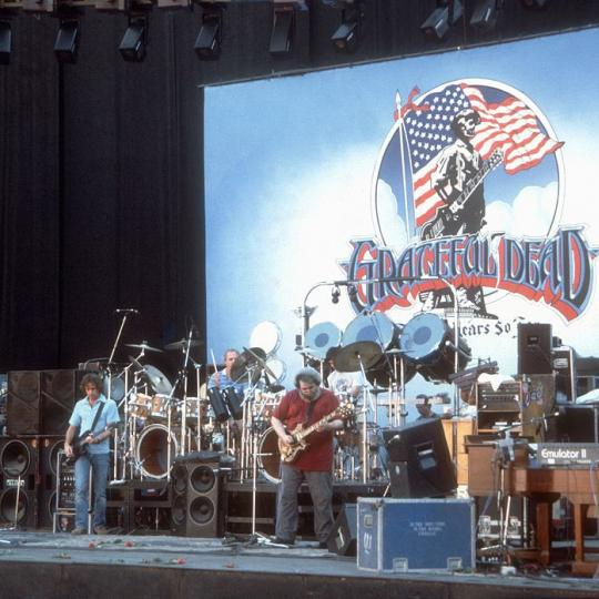 "CIRCA 1987: Rock band ""The Grateful Dead"" performs in circa 1988. (L-R) Phil Lesh, Bob Weir, Bill Kreutzman, Jerry Garcia, Mickey Hart, Brent Mydland. (Photo by Larry Hulst/Michael Ochs Archives/Getty Images)"