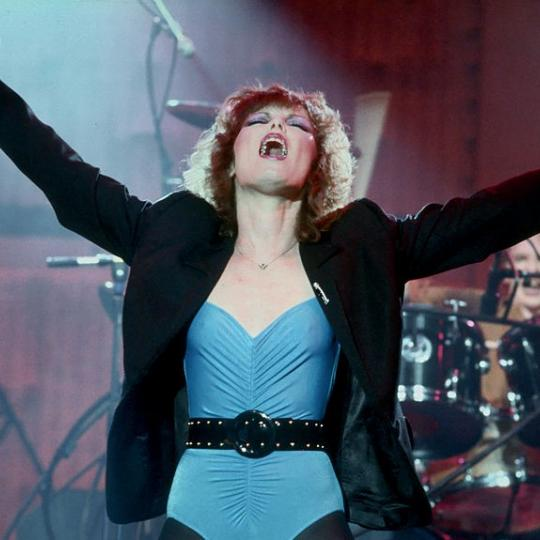 LOS ANGELES - NOVEMBER 1979: Singer Pat Benatar performs live in November, 1979 in Los Angeles, California. (Photo by Michael Ochs Archives/Getty Images)