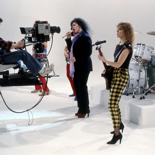 "LOS ANGELES - CIRCA 1982: (L-R) Steve Fossen, Ann Wilson, Nancy Wilson and Michael Derosier of the rock and roll band ""Heart"" in a film still from a music video in circa 1982 in Los Angeles, California. (Photo by Richard Creamer/Michael Ochs Archives/Getty Images)"