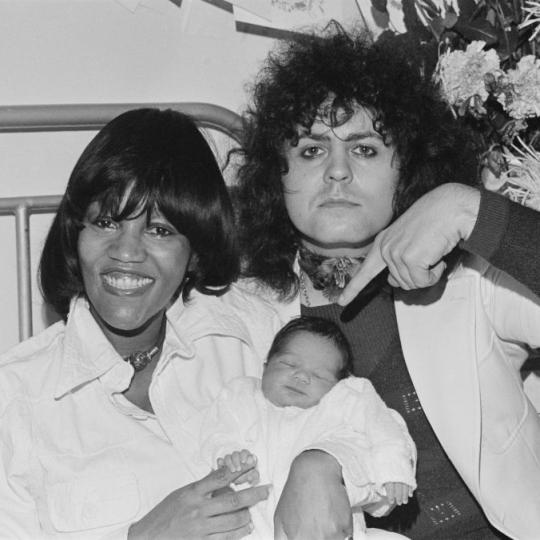 English glam rock star Marc Bolan (1947 - 1977) with his girlfriend, American singer Gloria Jones, and their son Rolan Bolan, 2nd October 1975. (Photo by John Downing/Hulton Archive/Getty Images)