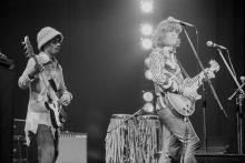Bassist Gerald Johnson (left) and American guitarist and singer-songwriter Steve Miller performing with the Steve Miller Band at the Rainbow Theatre, London, 26th February 1972. (Photo by Michael Putland/Getty Images)