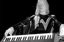 NEW YORK: Edgar Winter performs live on stage with The Edgar Winter Group in New York in 1974 (Photo by Richard E. Aaron/Redferns)