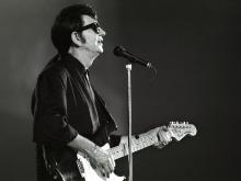 Roy Orbison in one of his final performances in 1988.