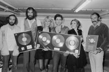 Anglo-American rock group Fleetwood Mac with awards for British sales of their albums 'Rumours' and Tusk', Wembley Arena, London, June 1980. The band are backstage at one of six shows between 20th - 27th June. Left to right: John McVie, Mick Fleetwood, Christine McVie, Lindsey Buckingham and Stevie Nicks. (Photo by Michael Putland/Getty Images)