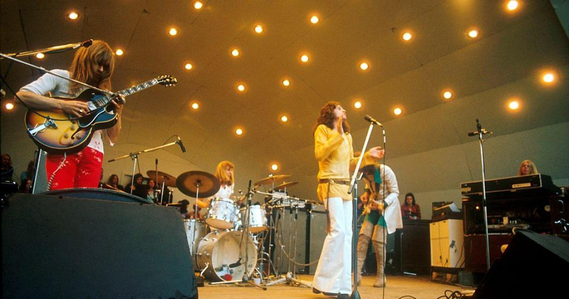 Yes perform at Crystal Palace garden party, Crystal Palace, London, 2nd September 1972, L-R Steve Howe, Alan White, Jon Anderson, Chris Squire, Rick Wakeman. (Photo by Michael Putland/Getty Images)
